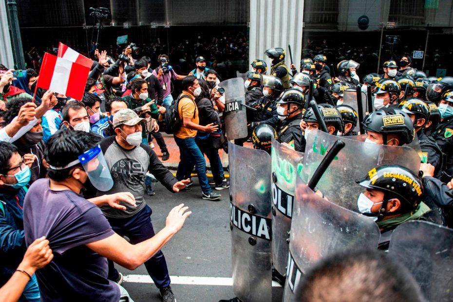 Protestas en Perú por Carlos Alberto Aguilar Meza