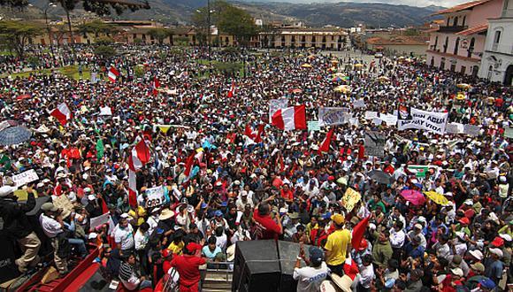 Descentralización en el Perú Carlos Alberto Aguilar Meza